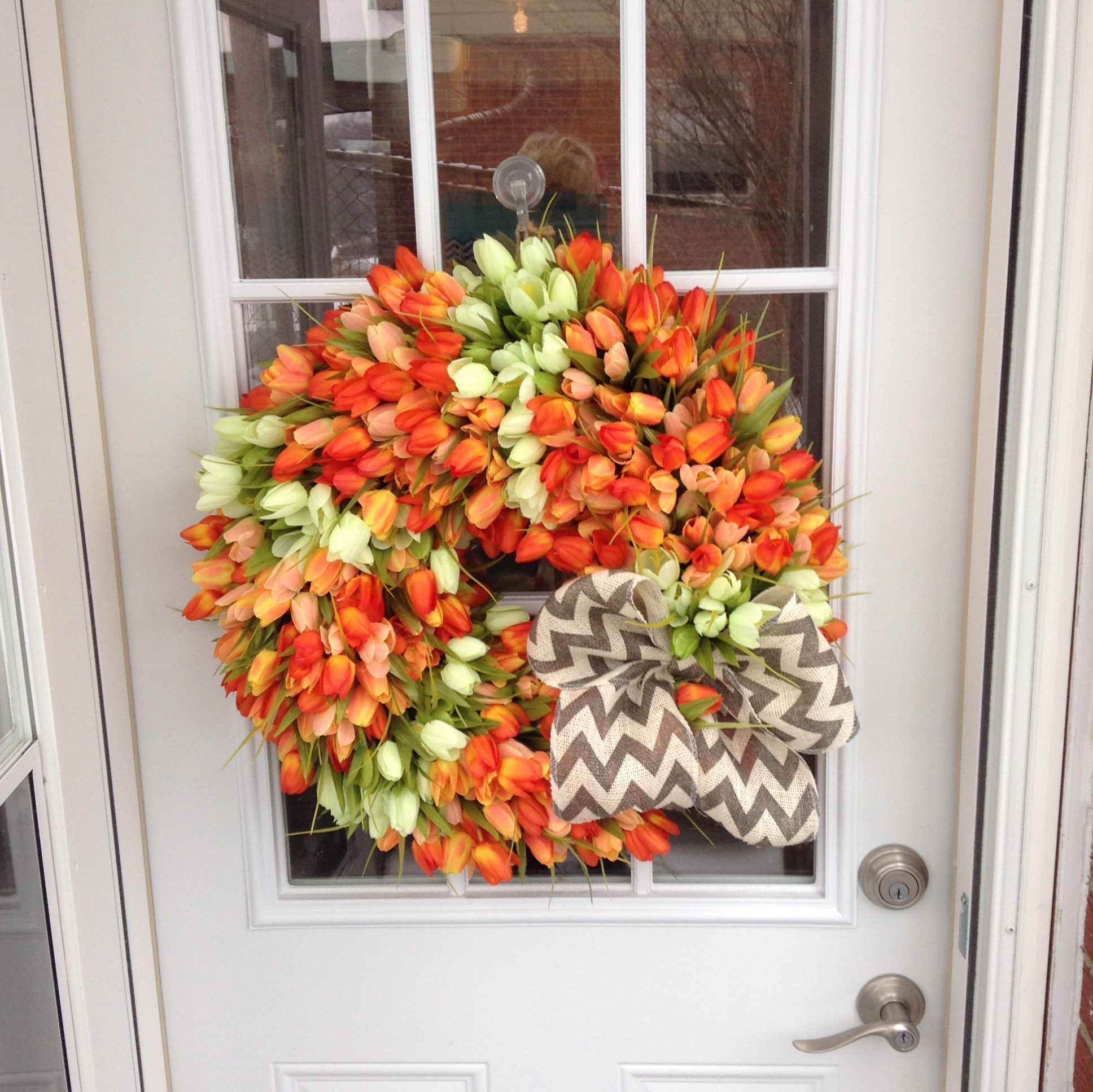 orange mini tulip wreath img2695 img2696