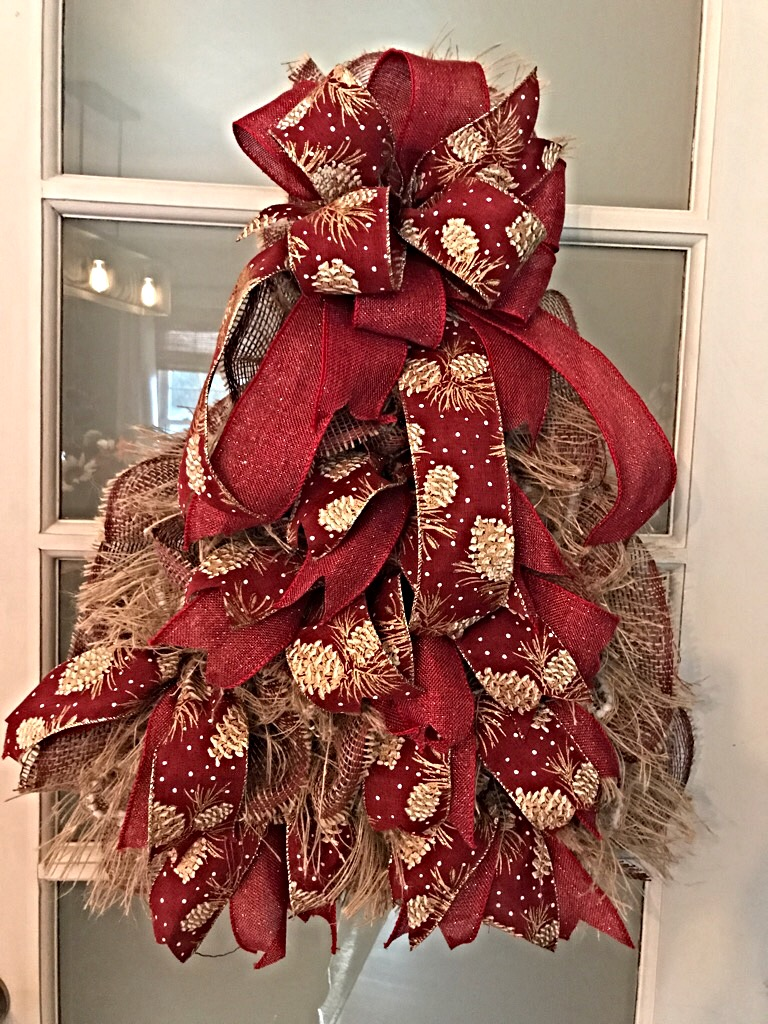 Rustic christmas rustic christmas tree for front door for Burlap christmas curtains