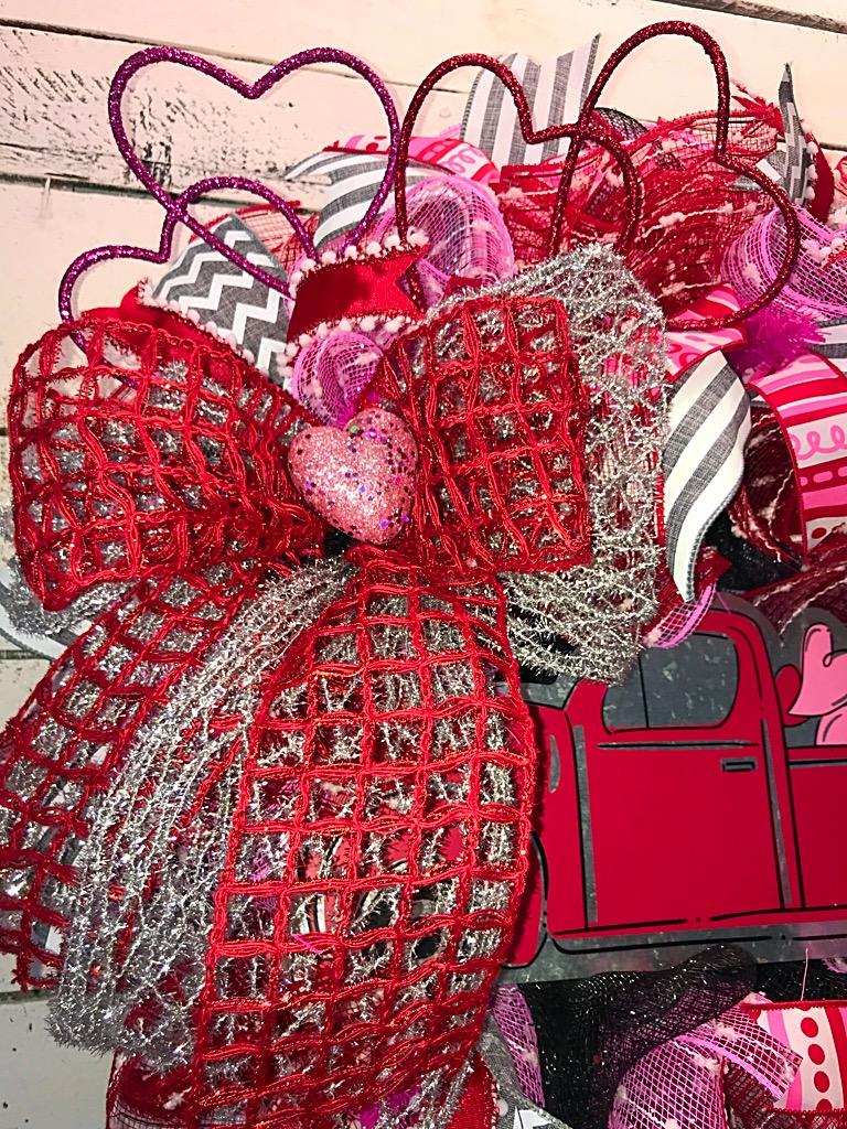 Valentines wreath valentines door wreath valentines decor valentines pickup truck front door wreath door wreath home decor 20180106180818444ios 20180106181101049ios 20180106181007301ios rubansaba