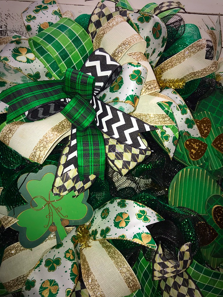 St patrick s day wreath front door wreath for st for Shamrock decorations home